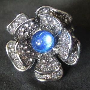 Jewelry - Floral fashion stretch ring SZ 6+